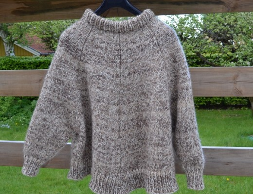 Stickad poncho Arvingen